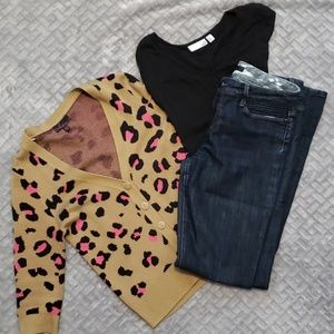 🐆 Leopard cardigan with pink accents!